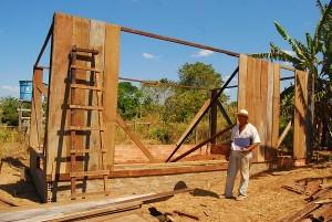 Início da construção do espaço de trabalho do grupo de mulheres da comunidade Ouro Verde