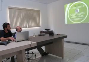Na foto Vinícius Silgueiro, do ICV, apresenta o trabalho: O processo de apropriação e utilização de ferramentas e produtos de geotecnologias por um grupo de agricultores familiares coletores de sementes em Mato Grosso.