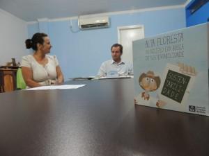 Irene Duarte do ICV mostrou o vídeo ao prefeito e representantes da Educação e Meio Ambiente. Foto: Raíssa Genro/ICV