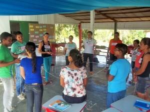 Dinâmica sobre as teias da vida envolveu os educadores. Foto: Sucena Shkrada Resk/ICV