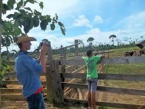 Jovens de Ouro Verde fazem registros da realidade em que vivem. Foto: Sucena Shkrada Resk/ICV