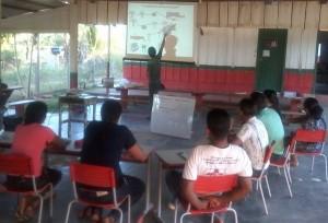Processo de implementação de hidrelétricas foi explicado aos educadores. Foto: Sucena Shkrada Resk/ICV