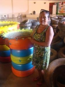 Maria Dinalva, vê na capacitação de reciclagem de pneus uma forma de contribuir no combate ao Aedes Aegypti. Foto: Sucena Shkrada Resk/ICV