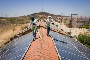 Em Juazeiro, Bahia, já existe a experiência com placas solares em casas de condomínio popular. Foto: Divulgação