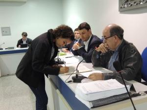 Ana Luisa Araújo de Oliveira, analista de Gestão Ambiental e Políticas Públicas do ICV, durante assinatura de posse das organizações não governamentais no Consema para o biênio 2016/2018. Foto: Djhuliana Mundel / ICV