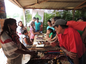 Artesanato indígena, como em outras edições, chamou a atenção do público. Foto: Sucena Shkrada Resk/ICV
