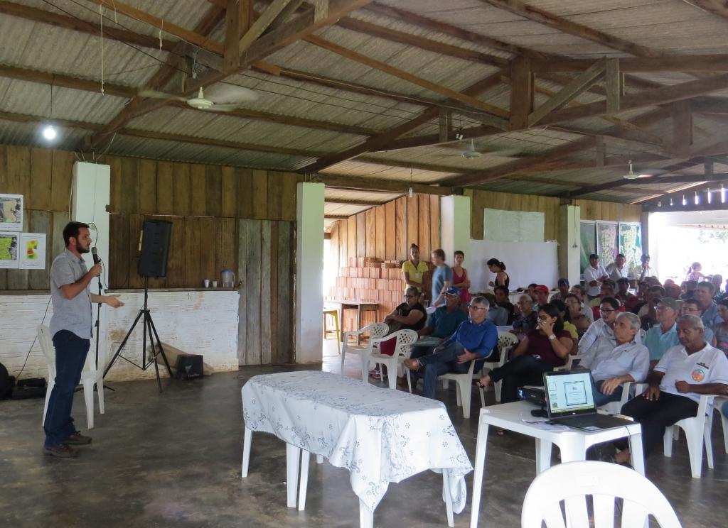 Foto do Encontro sobre Regularização Ambiental no Assentamento São Pedro