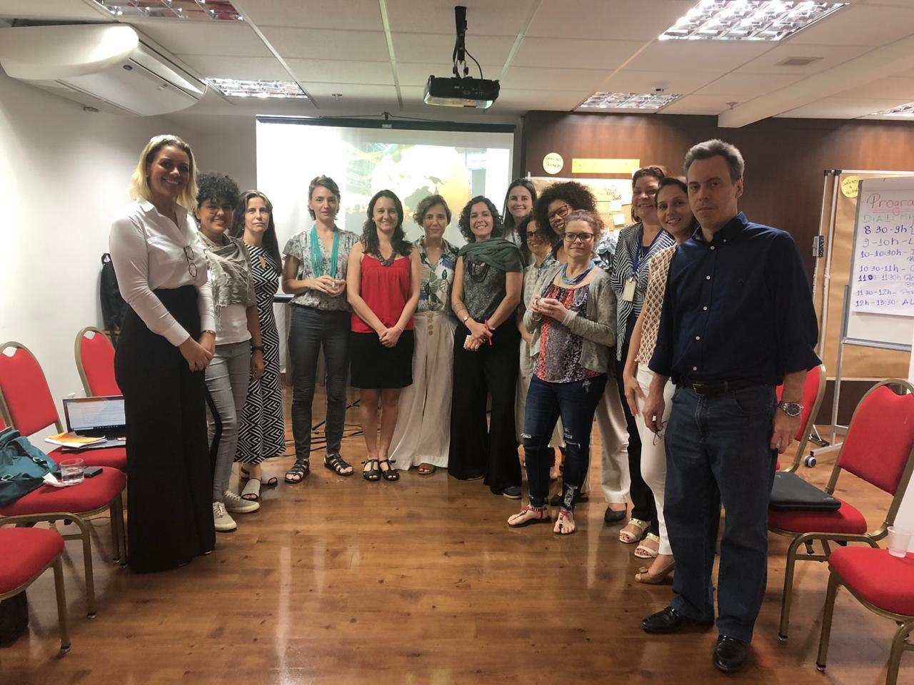Foto do grupo de pessoas da oficina de REDD, com todos de pé, lado a lado